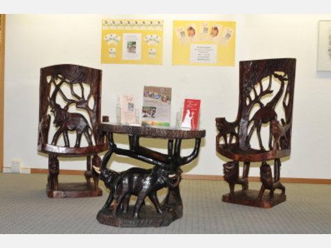 30 jahre pit togohilfe maisach bischof wird erwartet afrikanische m bel ausstellung in ffb. Black Bedroom Furniture Sets. Home Design Ideas