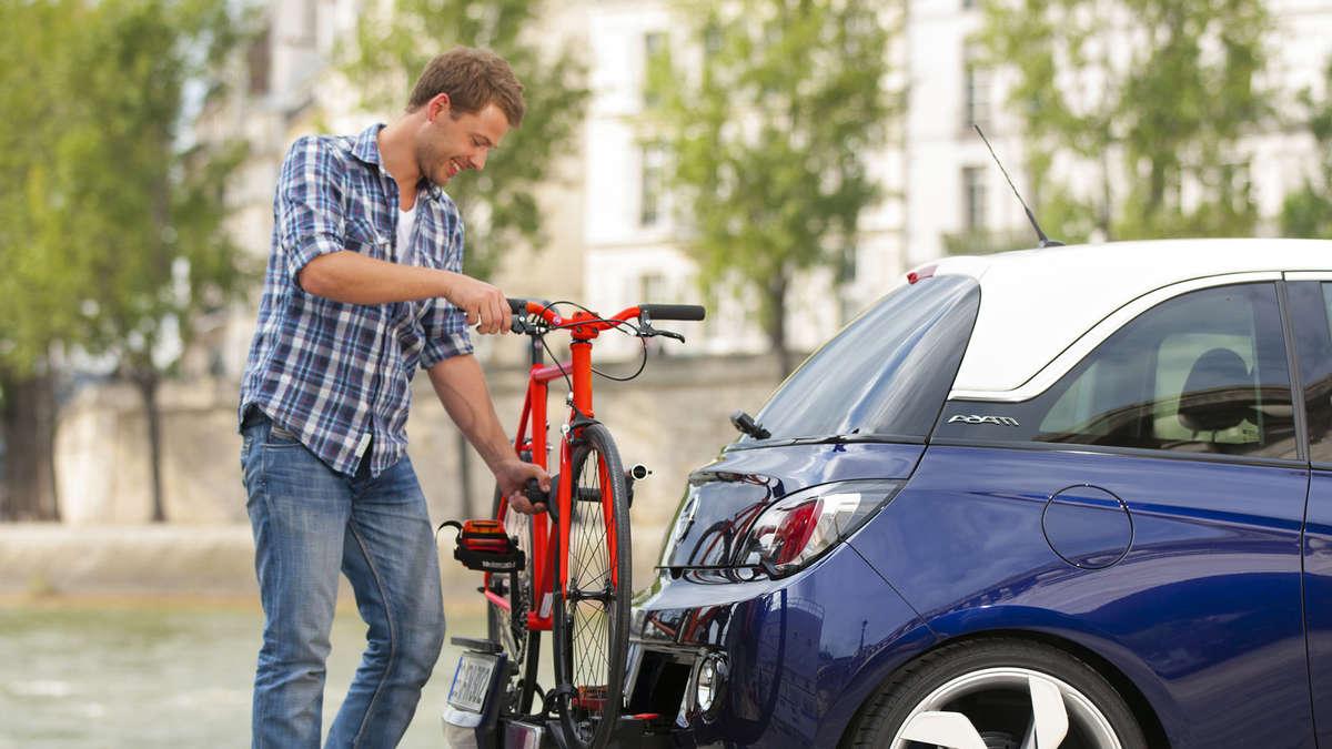 fahrrad mit dem auto transportieren so kann ihr rad mit in den urlaub fahren auto. Black Bedroom Furniture Sets. Home Design Ideas