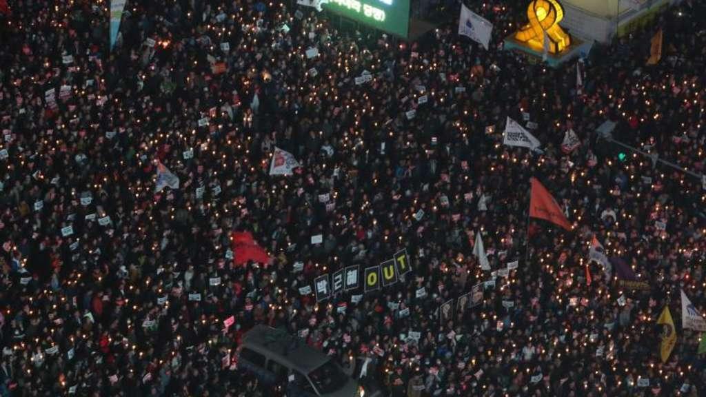 Zehntausende Südkoreaner demonstrieren in Seoul gegen Präsidentin