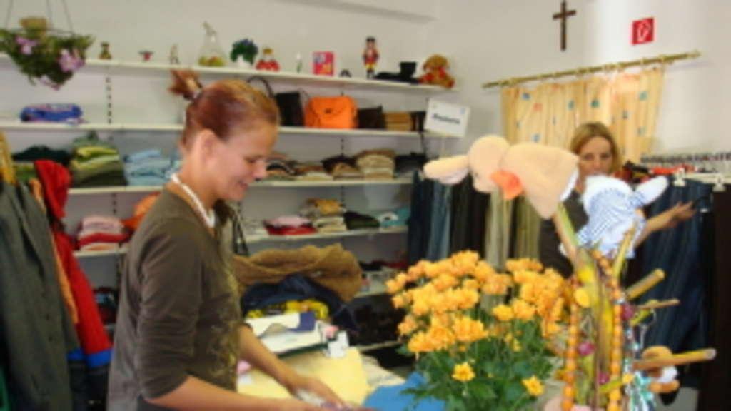 Kleiderkammer Gröbenzell hochbetrieb im neuen sozialkaufhaus olching mit ein