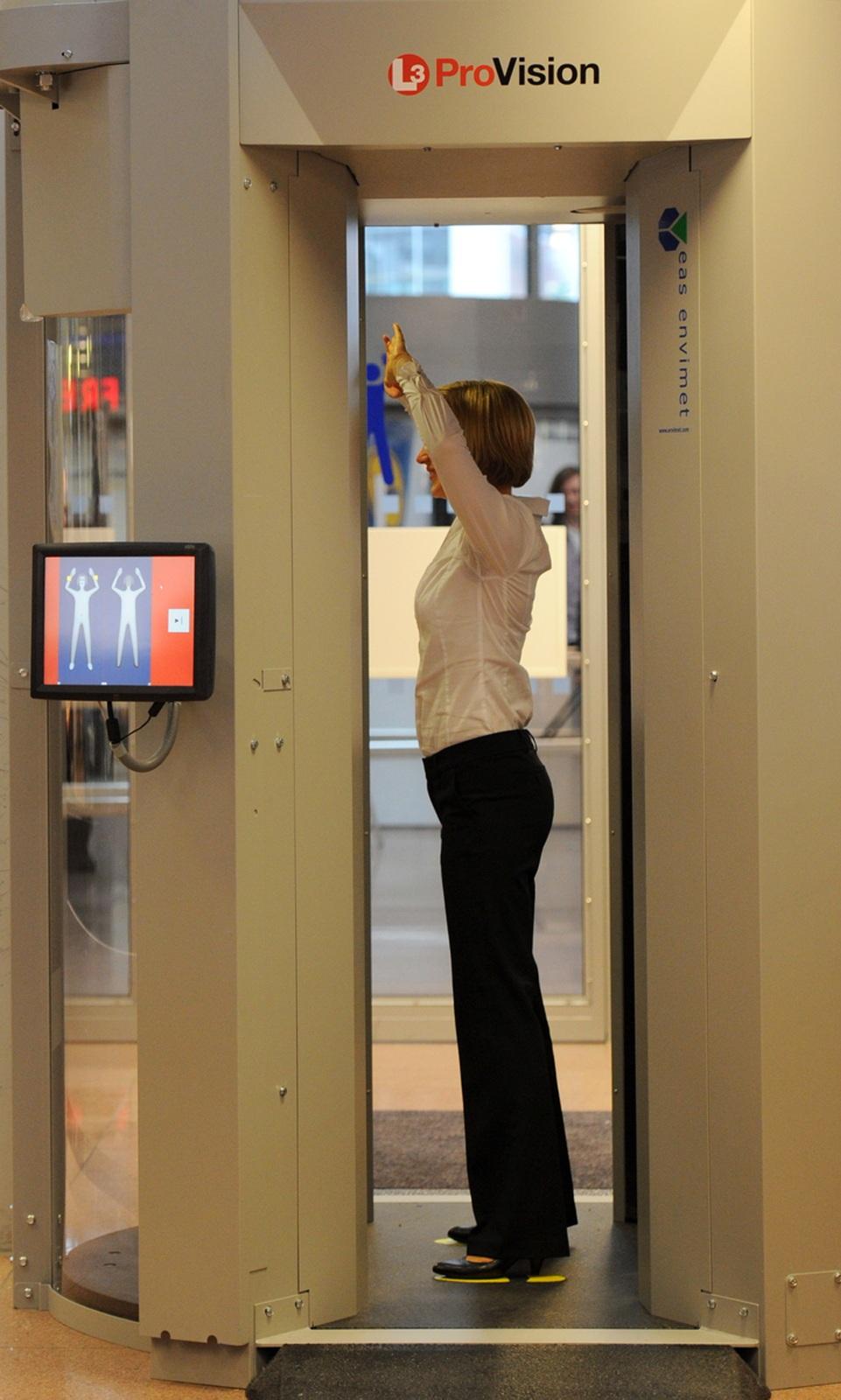 Sicherheits Check Am Flughafen Ab 1 September Sprengstoff