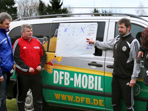 DFB-Mobil macht Station in Eching