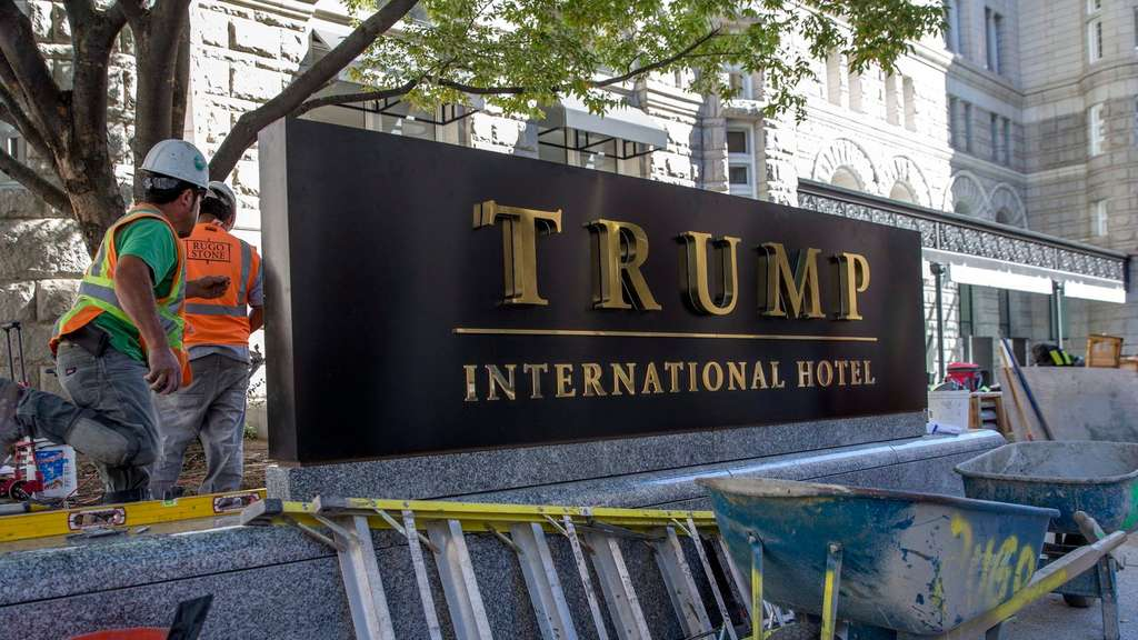 Donald Trump eröffnet Luxushotel in Washington