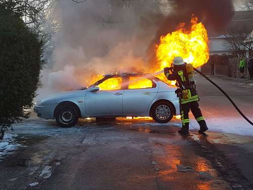 Auto in Flammen - Totalschaden