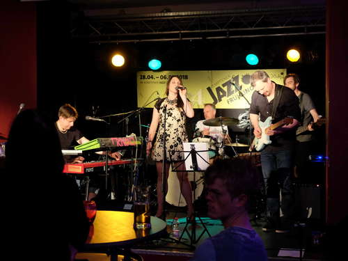 Mrs. Arens & The Boogie Beats und Sandro Roy & Gipsy Jazz Trio
