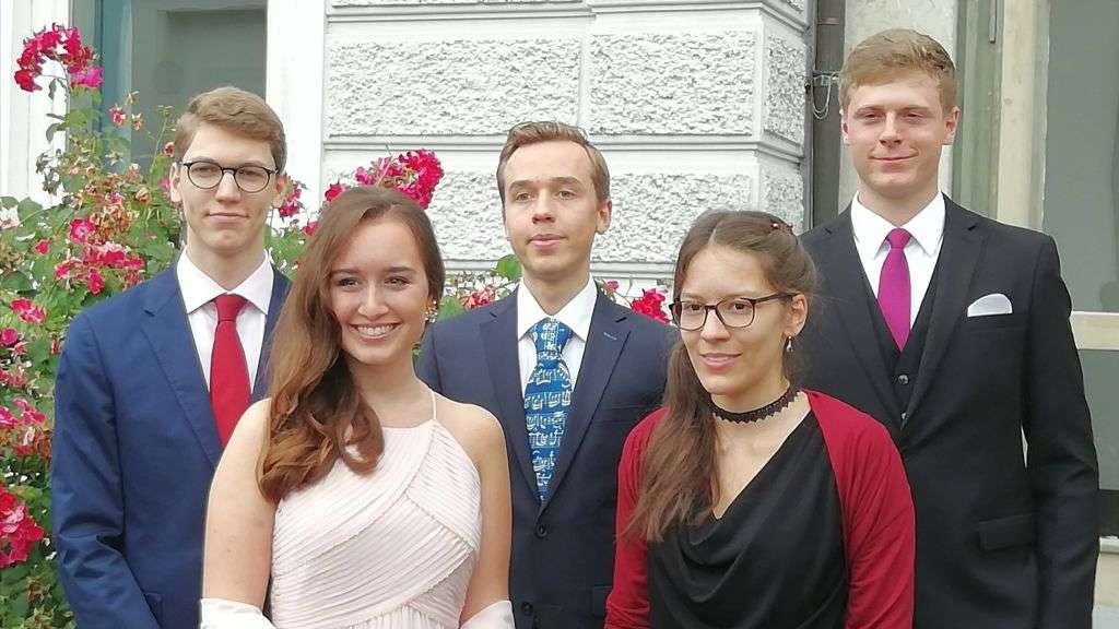Rhabanus Maurus Gymnasium 75 Absolventen Und Fünf Schüler Mit Der