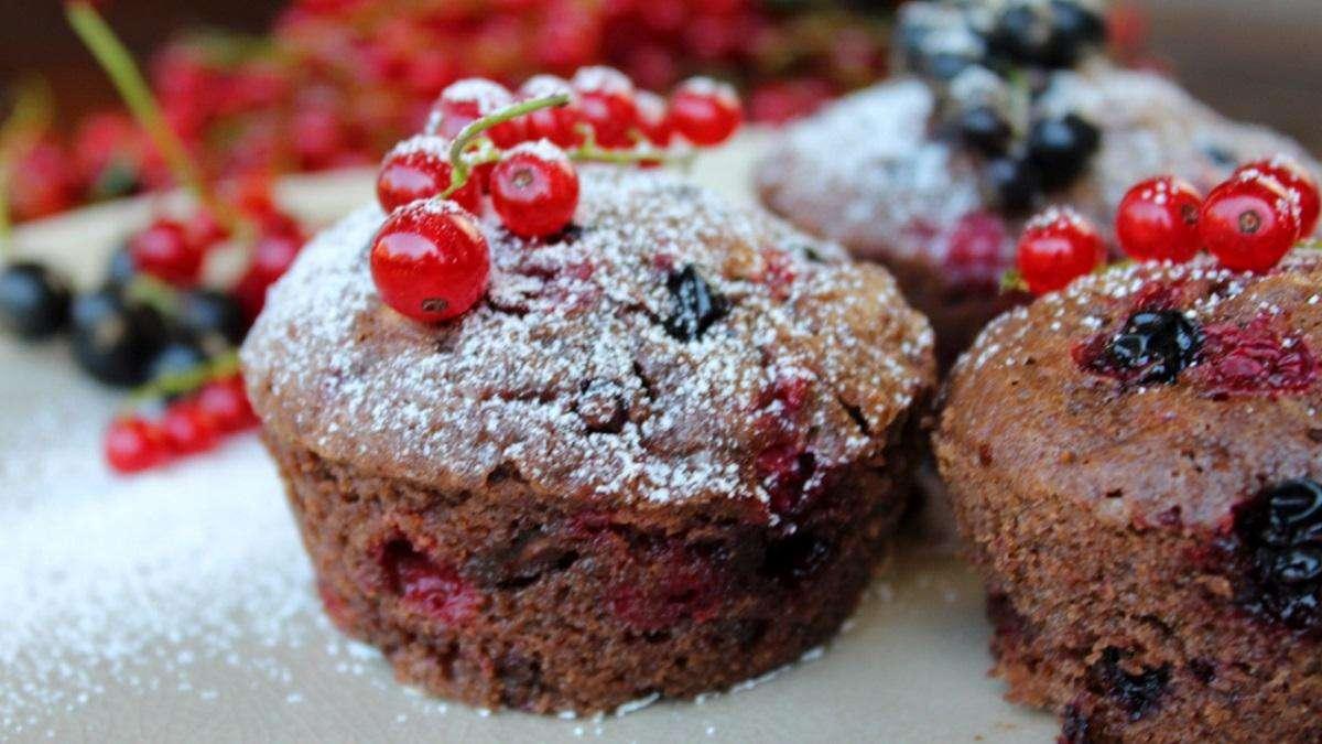 was backe ich heute johannisbeeren schokoladen muffins rezept mit video gastro. Black Bedroom Furniture Sets. Home Design Ideas