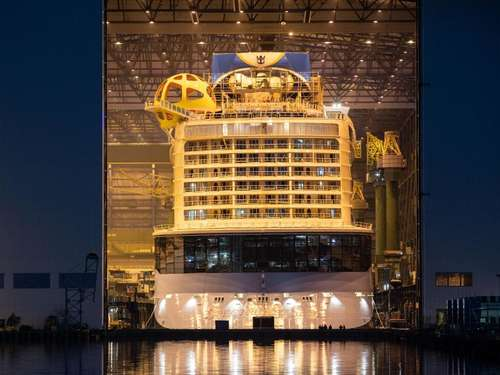 """Spectrum of the Seas"" kurz vor Fertigstellung"