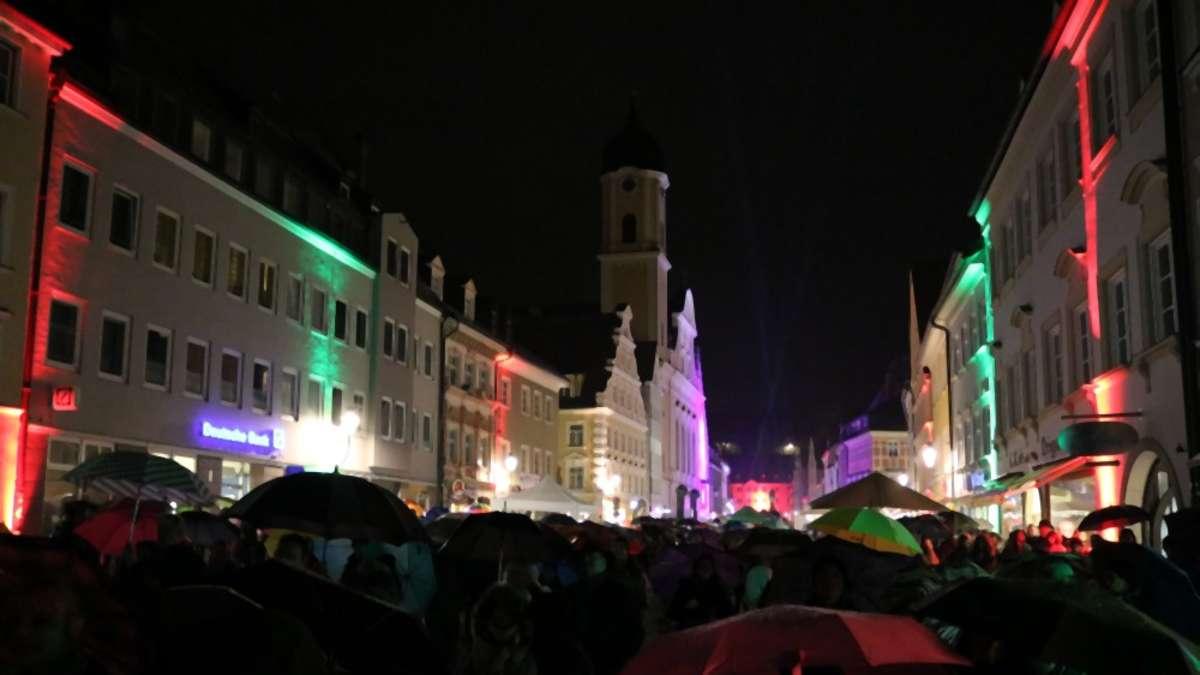 Altstadtbummel im Regen beim diesjährigen Candle-Light-Shopping in Kaufbeuren | Kaufbeuren - Kreisbote
