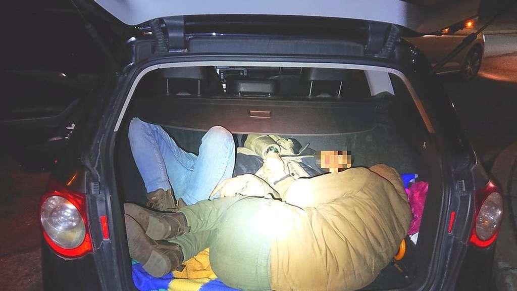 Person Im Kofferraum