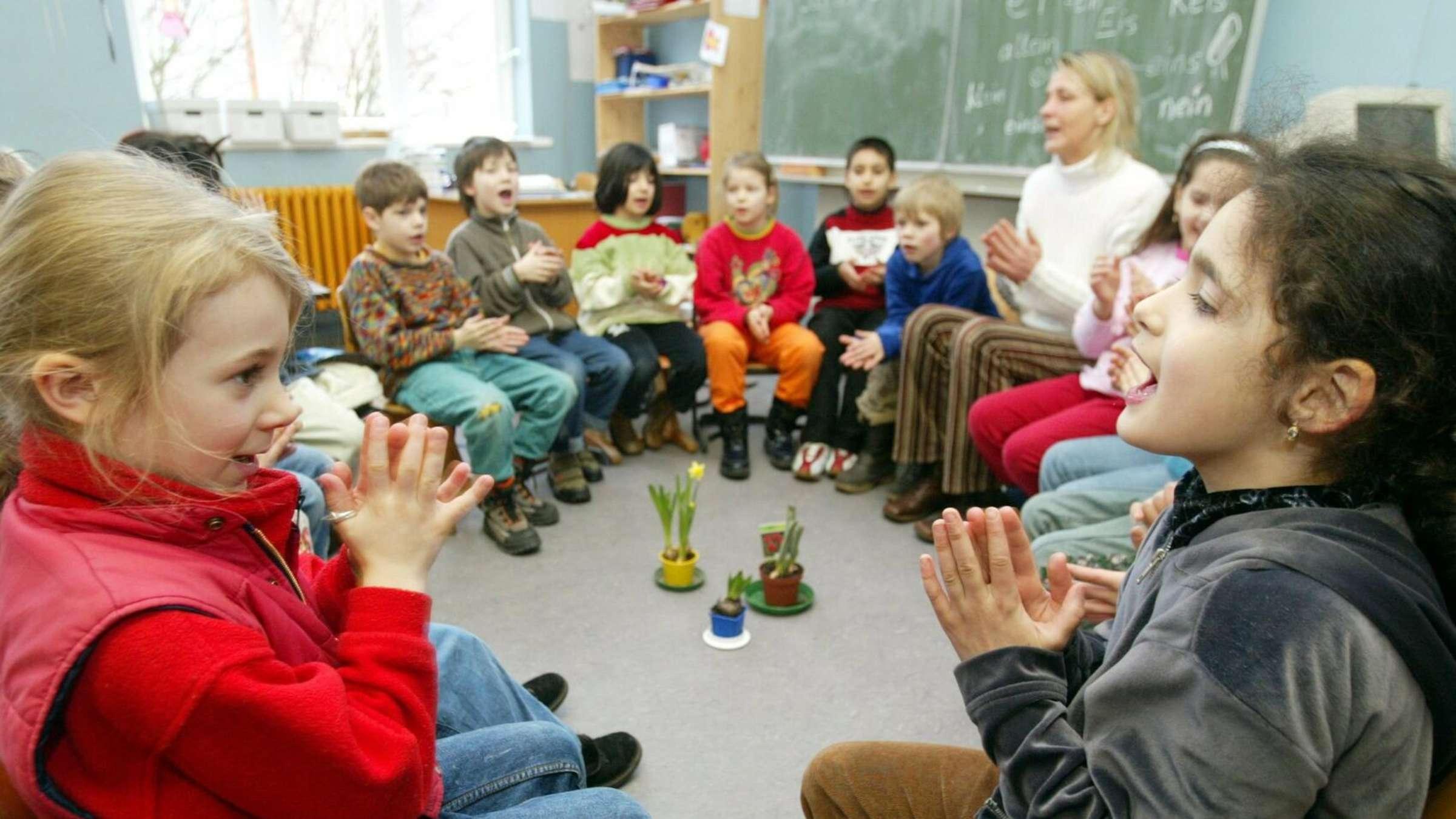 Corona Regeln Fur Bayerische Schulen Moglichst In Die Gleiche Richtung Singen Bayern